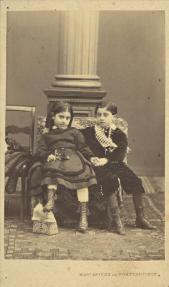 Φωτογράφος: Μαργαρίτης, Φίλιππος & Κωνσταντίνου Περιγραφή: Δύο αδέλφια.