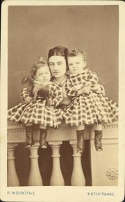 Φωτογράφος: Μωραΐτης, Πέτρος Περιγραφή: Herbrt Rethel Junke, το γένος Γεωργίου Σταύρου και υιοί.