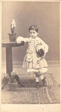 Φωτογράφος: Μαργαρίτης, Φίλιππος Περιγραφή: Βούρος, γιος του Κωνσταντίνου Δεκόζη Βούρου.